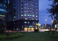 City Lake Hotel - Taipei - Building