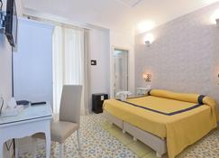 Hotel Settebello - Minori - Bedroom