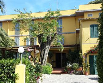 Hotel Ginevra - Rio Marina - Gebouw