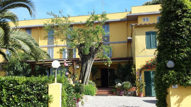 Hotel Ginevra - Rio Marina - Building