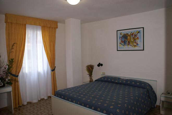 Hotel Ginevra - Rio Marina - Bedroom