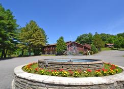 Roaring Brook Ranch Resort & Conference Center - Lake George - Building