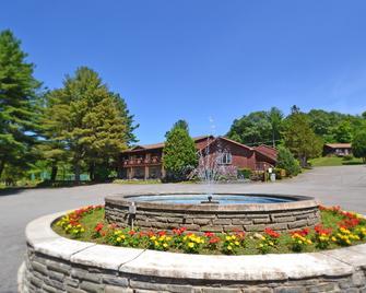 Roaring Brook Ranch Resort - Lake George - Κτίριο