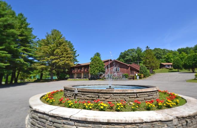 Roaring Brook Ranch Resort & Conference Center - Lake George - Building