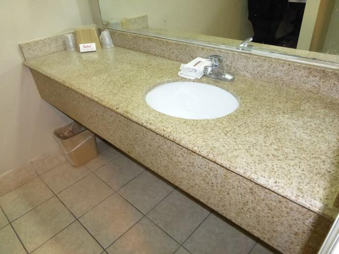 Red Roof Inn Buffalo, TX - Buffalo - Bathroom