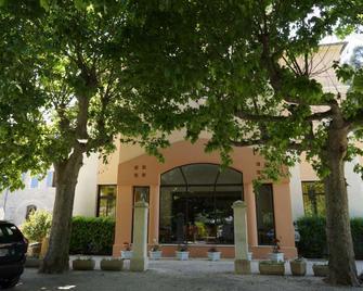 Hotellerie Notre Dame de Lumieres - Gordes - Building