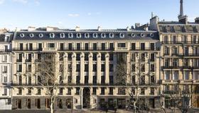 La Clef Tour Eiffel Paris by The Crest Collection - París - Edificio