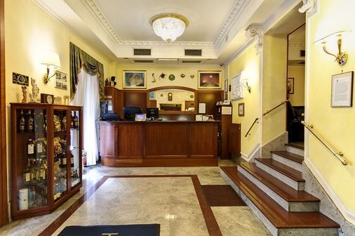 斯特隆伯利酒店 - 羅馬 - 羅馬 - 櫃檯