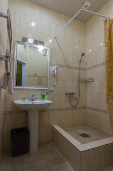 Zlatoust hotel - Saint Petersburg - Bathroom