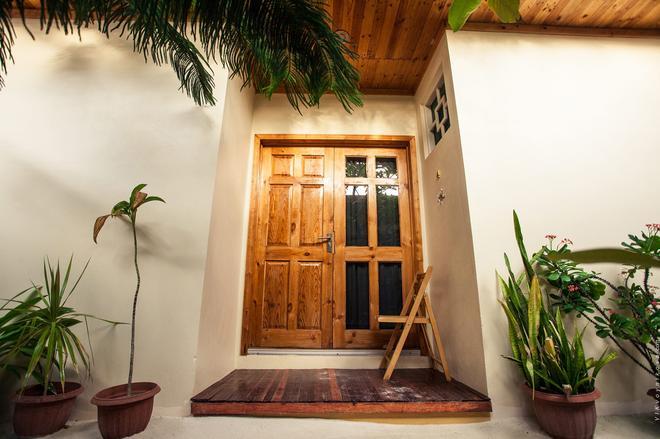 Stingray Beach Inn - Maafushi - Building