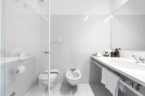 Hotel Santoni Freelosophy - Torbole - Phòng tắm