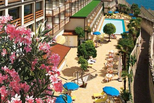 SunHotel Splendid Palace - Limone sul Garda - Toà nhà