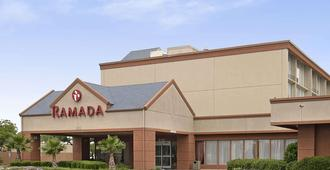 Ramada by Wyndham Dallas Love Field - Dallas - Gebäude