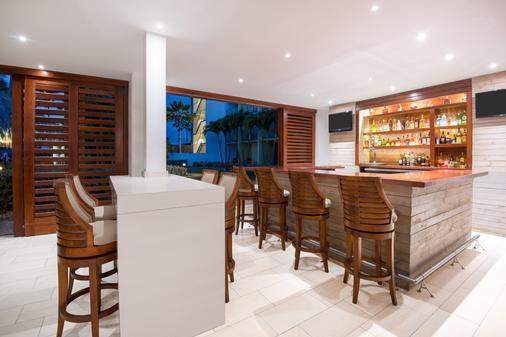 式阿魯巴島渡假村假日酒店 - 努德 - 棕櫚灘 - 酒吧