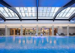 布加勒斯特華美達大酒店會議中心 - 布加勒斯特 - 布加勒斯特 - 游泳池