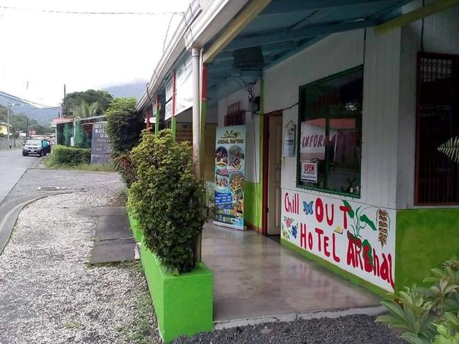 Chill Out Arenal Hostel - La Fortuna - Outdoors view