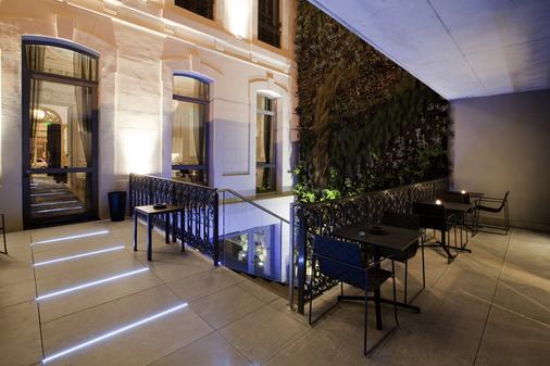 C2 hôtel - Marseille - Outdoor view