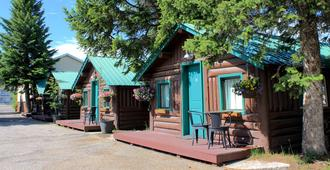 Moose Creek Cabins - West Yellowstone - Building