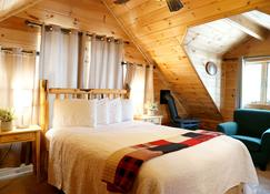 Moose Creek Cabins - West Yellowstone - Bedroom