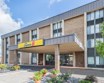 Super 8 by Wyndham Liverpool/Syracuse North Airport - Liverpool - Building