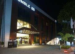 Humble Hotel Amritsar - Amritsar - Gebouw