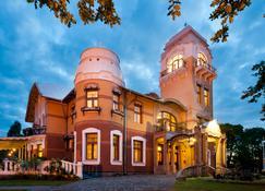 Villa Ammende Restaurant and Hotel - Pärnu - Building
