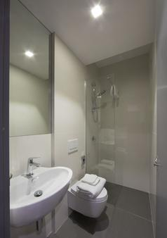 Bed And Boarding - Hostel - Naples - Bathroom