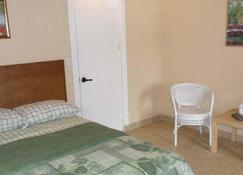 At Richmond Inn, You Will Find Comfort And Clean Rooms - Christiansted - Soveværelse