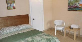 At Richmond Inn, You Will Find Comfort And Clean Rooms. - Christiansted