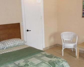 At Richmond Inn, You Will Find Comfort And Clean Rooms - Christiansted - Schlafzimmer