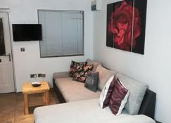 Family & Corporate Stay Mews Apartments - Cambridge - Living room