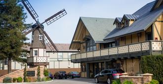 Kronborg Inn - Solvang - Building