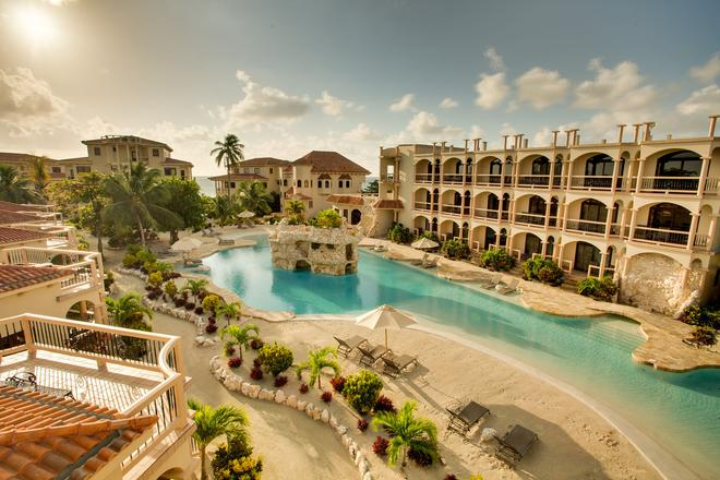 Coco Beach Resort - San Pedro Town - Bể bơi