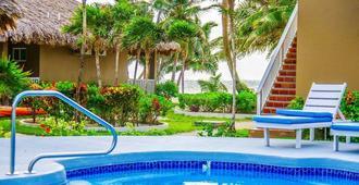 Sapphire Beach Resort - San Pedro Town - Piscina