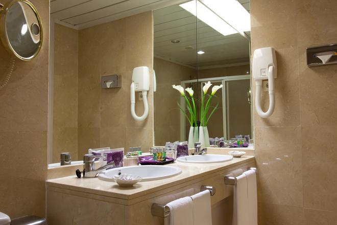 Ayre Hotel Sevilla - Sevilla - Bathroom