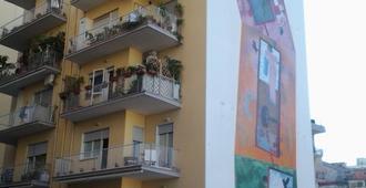 I Colori di Salvator Rosa - Nápoles - Edificio