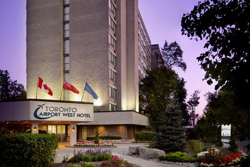 DoubleTree by Hilton Hotel Toronto Airport West - Mississauga - Building