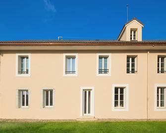 m3 Hôtel Ferney - Ferney-Voltaire - Building