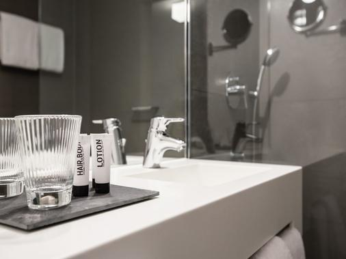 H'Otello / F'22 Munich - Munich - Bathroom