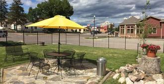 Black Hills Mile Hi Motel - Custer - Patio