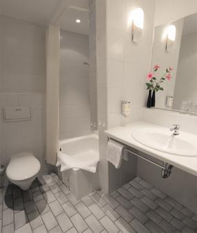Hotel Forsthaus - Berlin - Bathroom