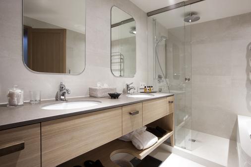 Hotel Der Berghof - Lech am Arlberg - Bathroom