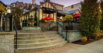 Oak Bay Beach Hotel - Victoria - Outdoors view