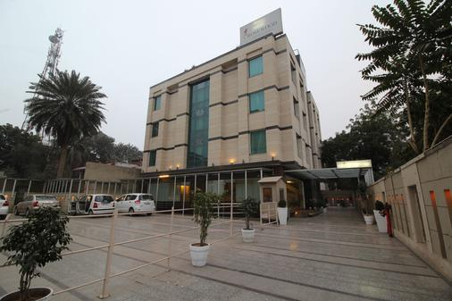 Rosewood Apartment Hotel - Gurgaon - Gurgaon - Building