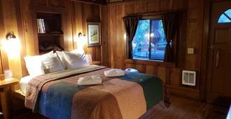 Riverside Campground & Cabins - Big Sur - Bedroom