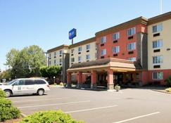 Comfort Inn & Suites - Vancouver - Building