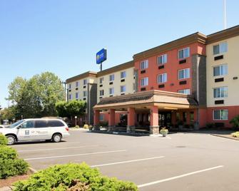Comfort Inn & Suites - Vancouver - Rakennus