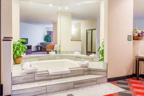 Comfort Suites - Vancouver - Phòng tắm