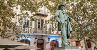 Grand Hotel Nord-Pinus - Arles - Hotellin sisäänkäynti