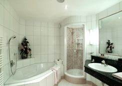 Thermal Badhotel Kirchler - Tux-Vorderlanersbach - Bathroom